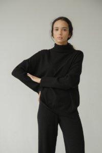 Базовый джемпер черного цвета image featured
