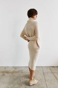 Трикотажная юбка в рубчик кремового цвета image 2