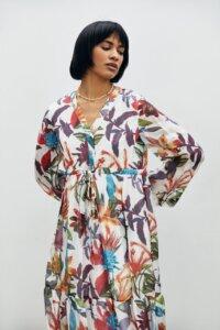 Воздушное платье из шелка в яркие цветы image 1