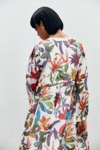 Воздушное платье из шелка в яркие цветы image 3